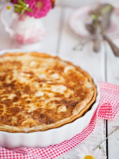 muscade, poivre, oeuf, crême fraîche, lait, beurre, pâte brisée, sel, lardons