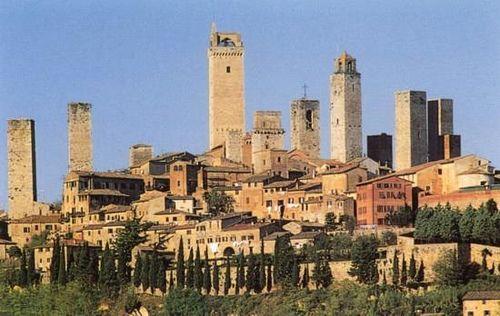 Torres en San Gimignano – La Toscana – Italia