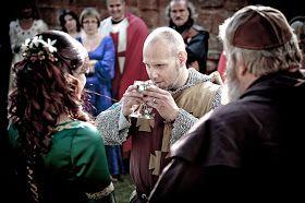 medieval wedding ceremony - 800×532