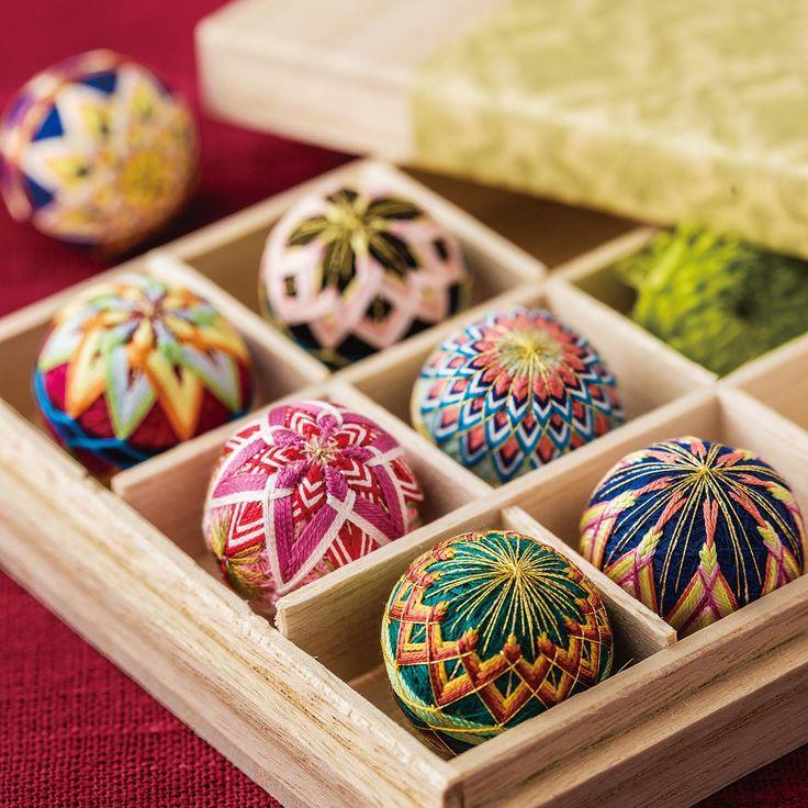 モダンな色合わせを楽しむ約7時間てまりがころんとかわいいミニサイズに!絹糸が織りなす美しさは必見です。 重なる絹糸のみやび ころんとかわいいちいさなてまりの会