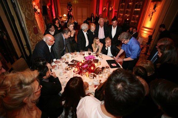 ANIMATION POKER POUR ENTREPRISELa soirée poker pour entreprise est de plus en plus souvent proposée depuis l'engouement pour ce jeu en France au début des années 2000.Une agence spécialisée fournit le matériel ( table, jetons, notices explicatives) ainsi que des cadeaux* pour récompenser les gagnants (* facultatif)Chaque table de poker est animée p...