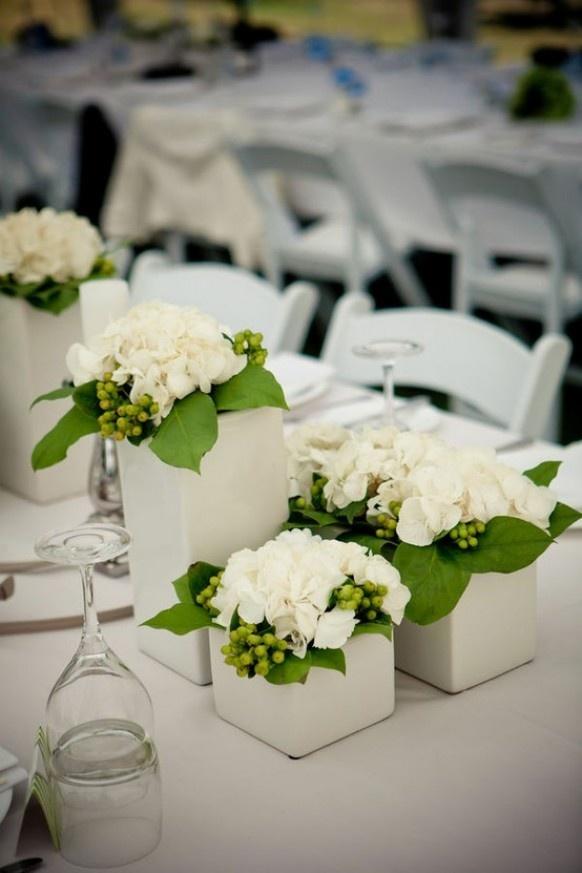 vaso bianco, ortensie, iperico