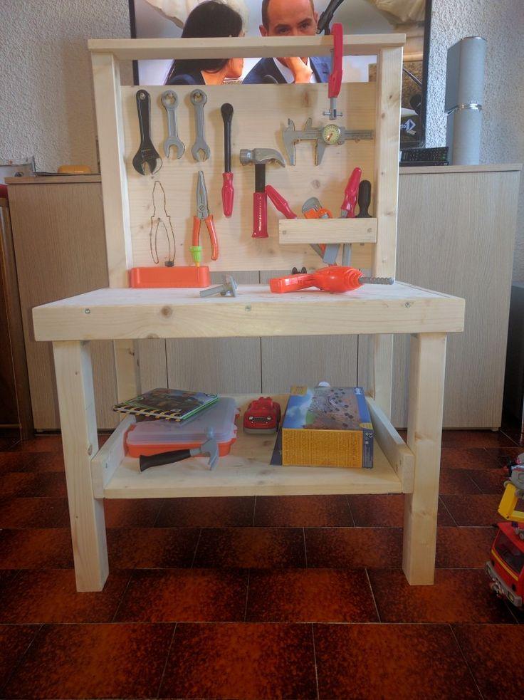 Banco da lavoro costruito in legno ! Con dettagli in pirografo personalizzabili. #giochi #bambini #faidate #game #homemade