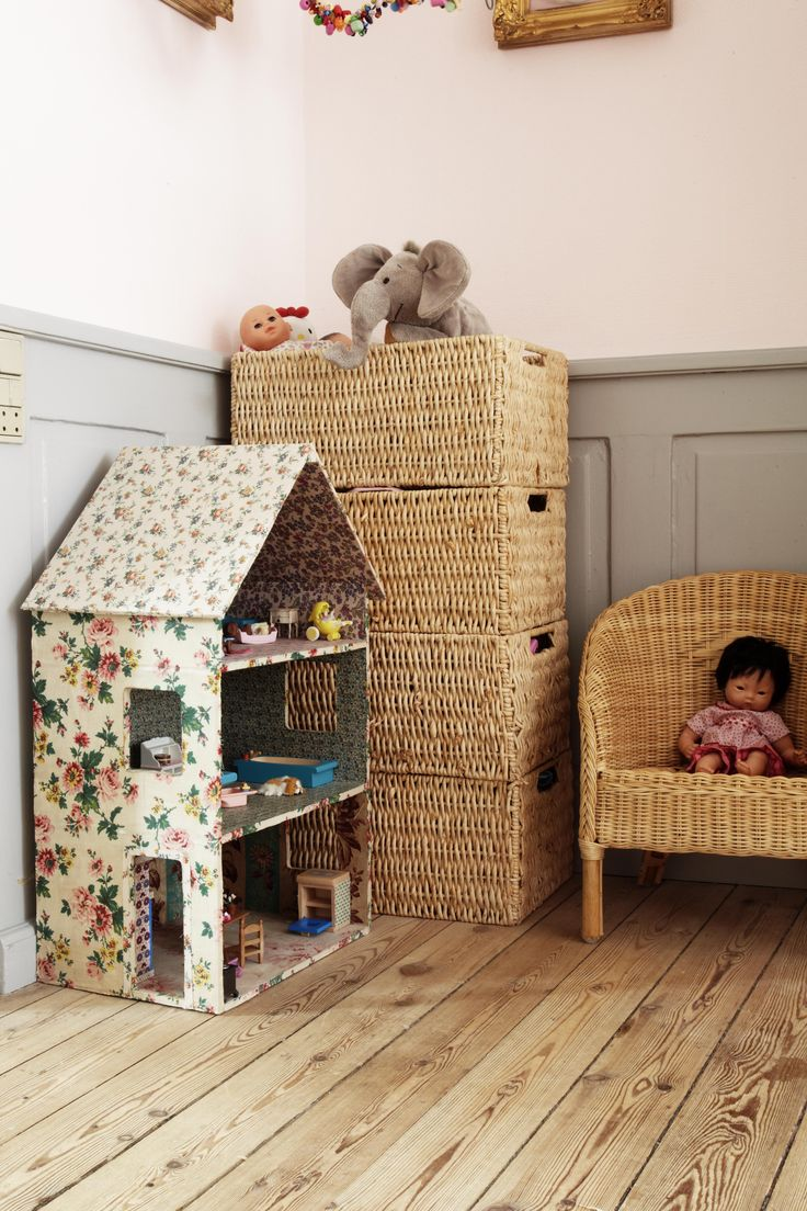 a great alternative to a modern dollhouse and fun to make with the kids!