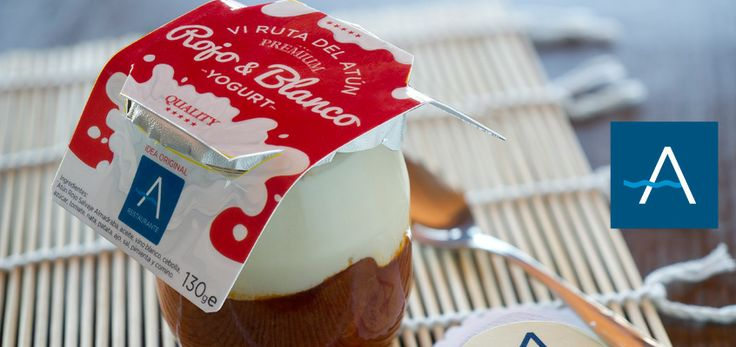 ¿Todavía no has probado nuestro yogurt? No te preocupes, todavía estas a tiempo... podrás degustarlo en barra, y para que se te haga la boca agua antes de probarlo... La parte de abajo, el ROJO, es un guiso de atún en tomate y la parte de arriba, el BLANCO, un pure de patatas en espuma. Mmmm...delicioso!!!  www.restauranteantoniozahara.com Reservas: 956 43 95 42
