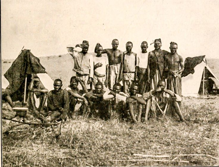 1909: Kamba porters of former US President Roosevelt.