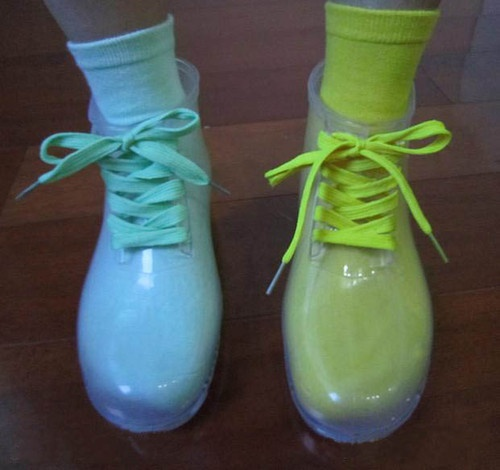 how to clean stinky rain boots