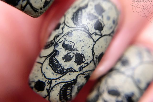 12 NAILS OF HALLOWEEN: Speckled Grunge Skull Nail Art