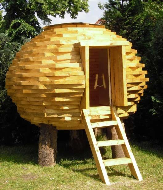 Coco Hut An Outdoor Shed Made Of Scrap Wood Huts