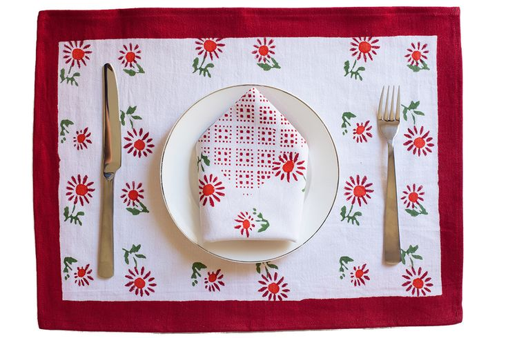 What & Red Floral Table Mat & Napkin Set | The Hues of India