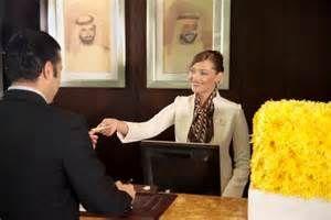Pesquisa Como se tornar recepcionista de hotel. Vistas 72146.