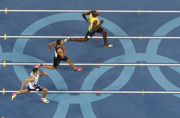 OLYMPICS-RIO-ATHLETICS-M-200M Usain Bolt races toward the finish line ahead of Andre De Grasse and Adam Gemili of Britain in the 200m semifinal. REUTERS/Fabrizio Bensch