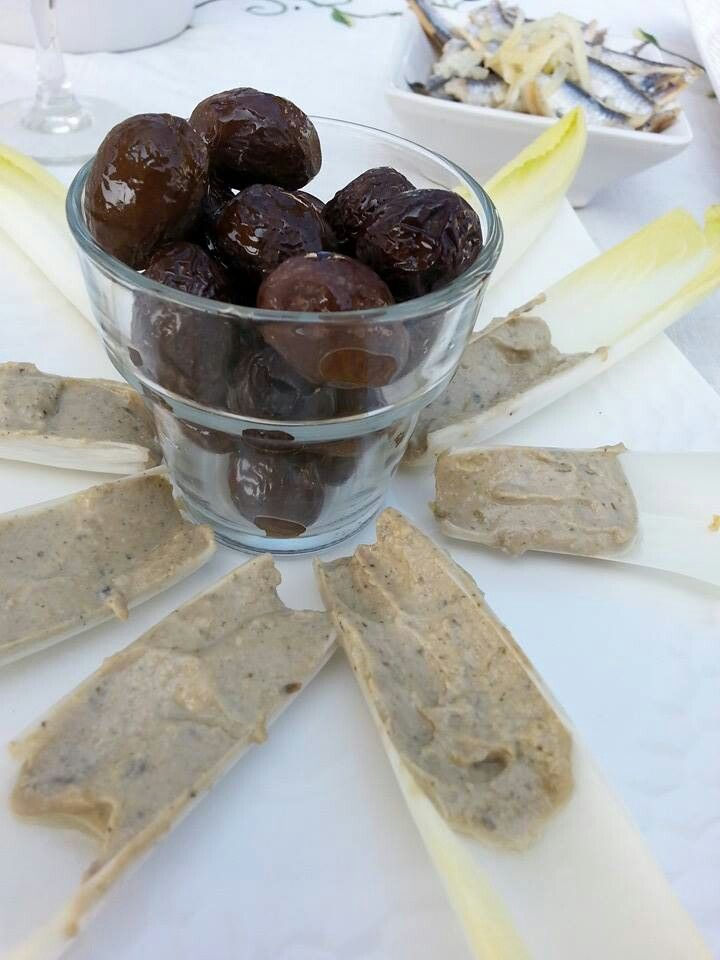 L'Anchoïade par La Petite Olive!  Ail et estragon servie avec des crudités de saison un délice!! http://www.alapetiteolive.fr/index.php?id_product=16&controller=product