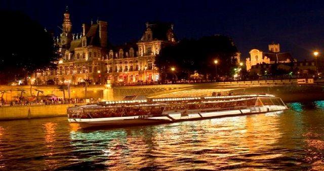 Parigi città dell'amore per festeggiare un romantico San Valentino