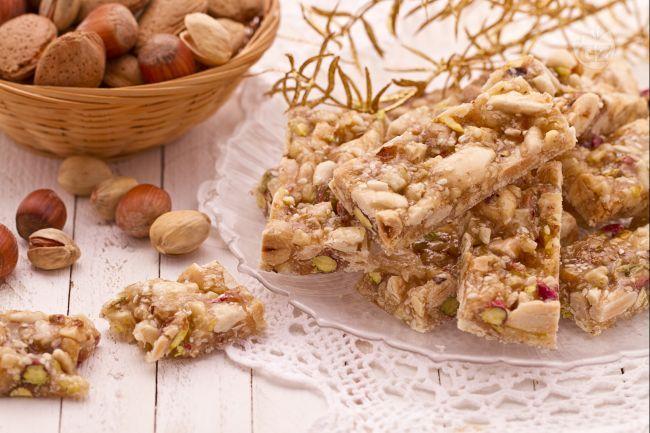 Il croccante misto è il tipico dolce che si trova su tutte le tavole natalizie, ricco e profumato è l'ideale da servire a fine pasto.
