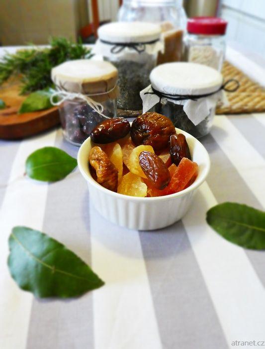 Sušené bylinky na přípravu kořenících směsí a čajů, sušené a kandovaé ovoce, sušená zelenina na naložení do oleje, sušený jogurt, domácí krekry, raw s prémiovými sušičkami potravin Yden