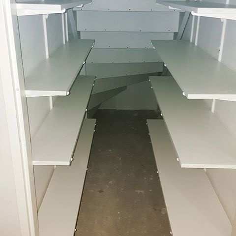 Simpel en efficient!😎 #trap #trappen #trapkast #merdiven #dolap #kast #kasten #home #ev #huis #closet #interieur #inbouwkast #interiors #design #architecture #mimari #evim #making #stairs #dewalt #dewalttools #opbergen #zolder #zolderkast #spotlight #shoes #plafond #tvunit #laminaat