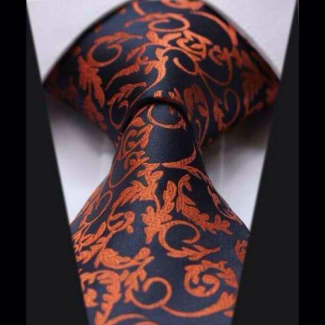 Esta Gravata é perfeita dificil de se achar, porém estilosa e perfeita pra varias ocasiões