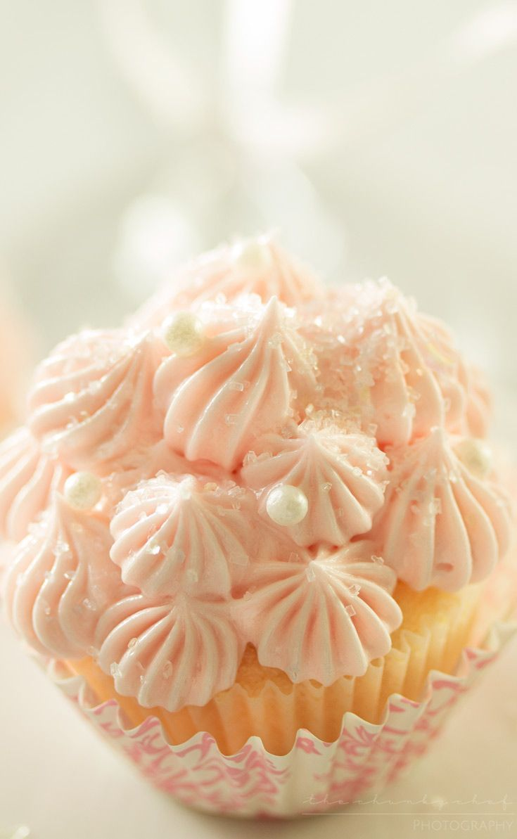 White Chocolate Pink Champagne Cupcakes | Soft, fluffy, white chocolate mini champagne cupcakes are topped with a light and creamy pink champagne buttercream frosting for the perfect treat!!