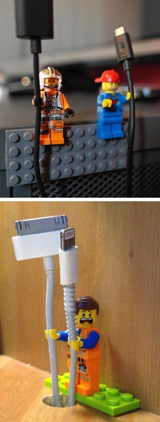 Utiliser les mains des Lego pour tenir les câbles de nos chargeurs ! Use LEGO figurines as cord holders. Genius!..... click here to find out more http://www.allaboutallaboutallabout.com/