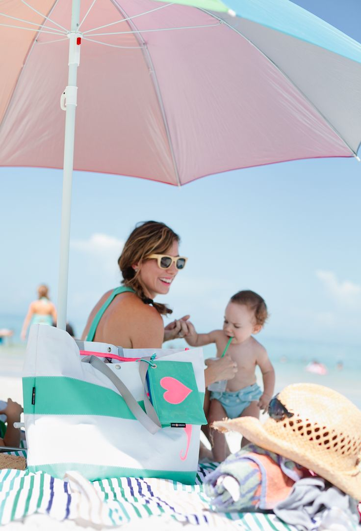 How to pack light for a day with kids at the beach, and stay sane!