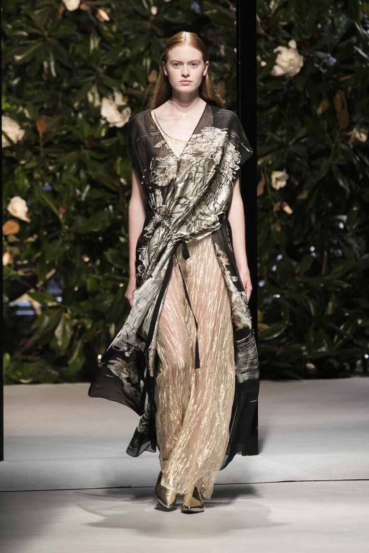 """The past is blended into a current version of pure and direct lines that conceal surprises. A continuous, sophisticated reinterpretation of memories that acquire a contemporary vibe. A three-dimensional """"haiku"""". #KriziaSS17 #Krizia #MFW #runway #bestlooks"""