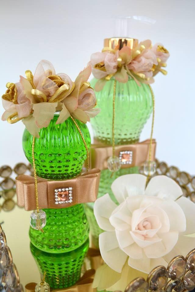Que tal deixar seus espaços mais bonitos e perfumados sem complicação? Passe aqui e conheça nossos lindos frascos com aromatizantes e sabonetes líquidos, em diversas essências! Ótima dica também para presentear