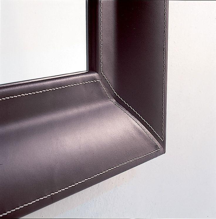specchio pelle cuoio bianco nero marrone arredamento casa moderno soggiorno contemporaneo design hotel ingresso negozi originale soggiorno vendita web yacht