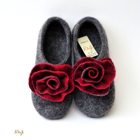"Felted slippers ""Red & grey roses"""