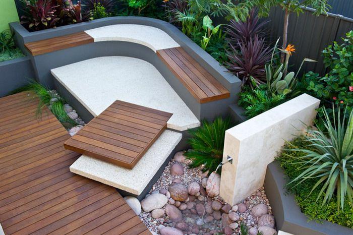 moderner garten gestalten mit sitzecke und gartenbrunen als idee für traumgarten