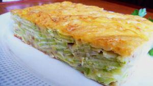 Фото к рецепту: Пирог с кабачками и луком