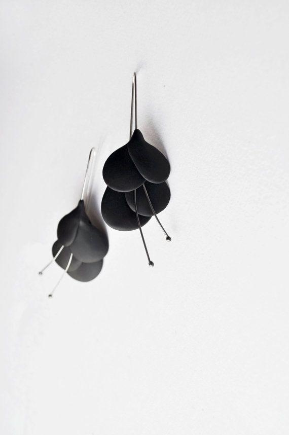 Hey, ho trovato questa fantastica inserzione di Etsy su http://www.etsy.com/listing/129731112/contemporary-polymer-clay-earrings-black