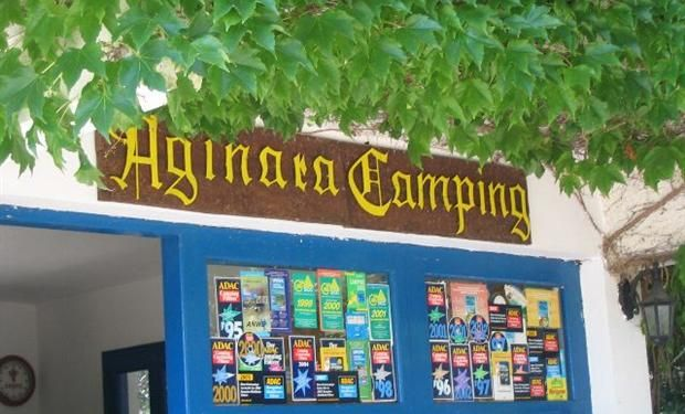 Camping aan direct aan strand gelegen, liggend in een denne bos, hoge bomen en veel schaduw plekken. Er zijn ook vakantie woningen direct aan zee gelegen. Afgebakende maar ook veel vrije plaatsen. Goed verzorgde camping met veel planten en bloemen.