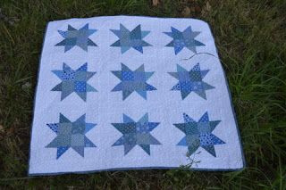 Buzz Stars Baby Quilt - A simple baby quilt pattern like this is very easy to play with. Choose a playful color scheme and follow this tutorial to make sawtooth star quilt blocks fast.