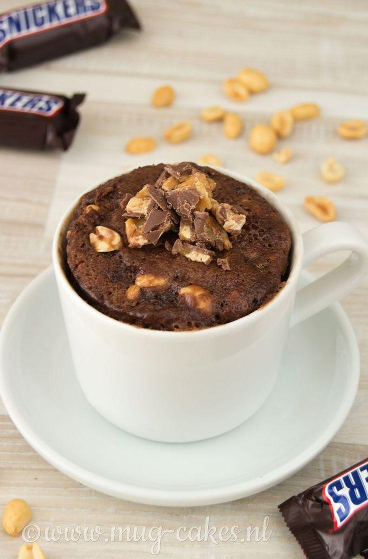 Wil je weten hoe je heel eenvoudig een chocolade mug cake met Snickers maakt? Bekijk hier het recept en maak binnen no-time een heerlijke mug cake!