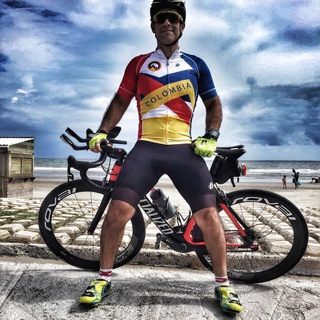 Good things come to those who go out and earn it!!! This is for my friends from Colombia @hincapiecolombia #boomtime #ridehincapie #rulonracing #hincapiesportscolombia #colombia #appletri #thetrihood #thetrilife #thetriumphproject #tri #garmin #bike #ironmantri #triathlete #specialized #pearlizumi #michelin #cyclingshots #thisistriathlon #triathlon2016 #goprofamily #garmin #oakley #oakleylife
