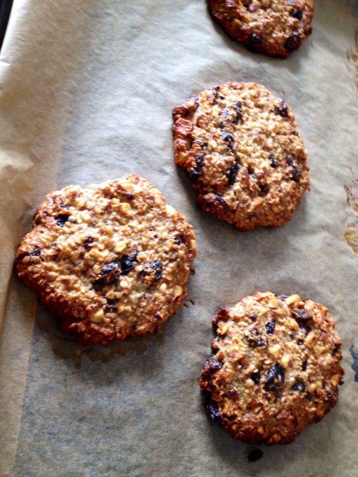 Cookies med mandler, rosiner, æggeblomme, havregryn og banan