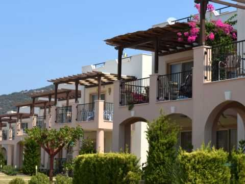 http://www.artevglobal.com/home.php/apollonium-2/Neden Apollonium Spa Resort tesisimizde mutlaka bir eviniz olmalı?ÇÜNKÜ, burası kusursuz bir yaşamın görkemli adresi... işte yedi iklim dört mevsimi hayatınızın lüksüyle buluşturacağınız harikulade bir proje...Dünya kalitesiyle tasarlanmış, ev konseptlerinin ve göz kamaştırıcı altın sarısı muhteşem bir kumsalın sosyal tesislerde buluştuğu bir yaşam... Hem de sadece size özel... Doyumsuzca yaşanılacak, profesyonel bir hizmet eşliğinde…