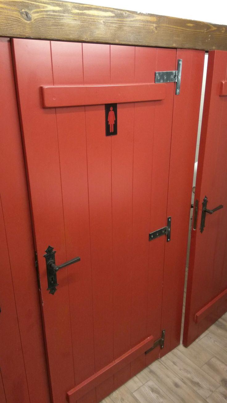 Vörös fa wc ajtó