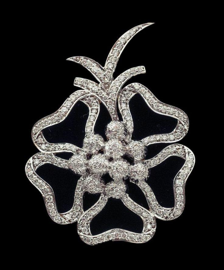 Flower Theme Party / Wedding Wear 18K Gold Pendant With Natural White Diamonds #SitaramHanumandas #Pendant