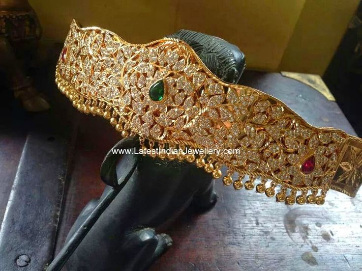heavy designer diamond bridal vaddanam
