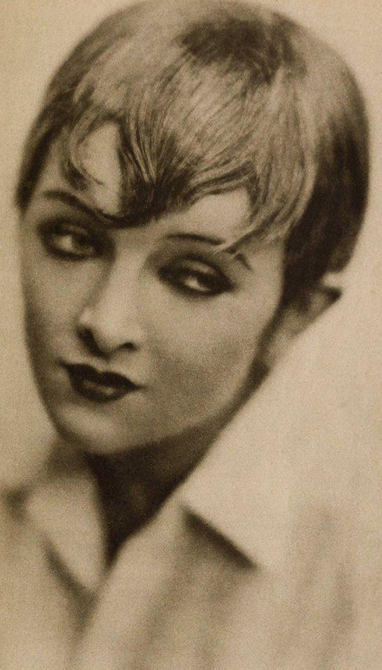 Myrna Loy as a model, 1925                                                                                                                                                                                 More