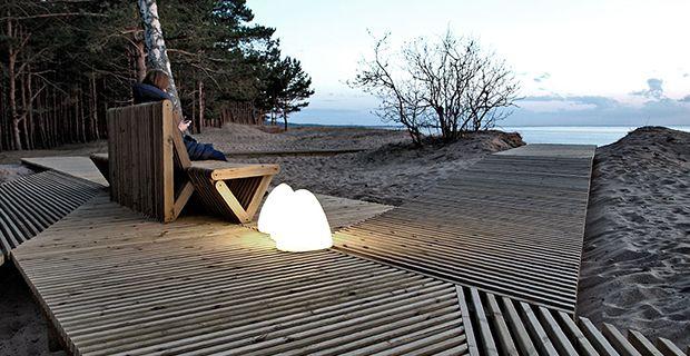 Il lungomare di Riga e la passerella in legno per attrezzare la spiaggia con sedute e spazi ricreativi puntando tutto sul turismo per il rilancio del territorio.