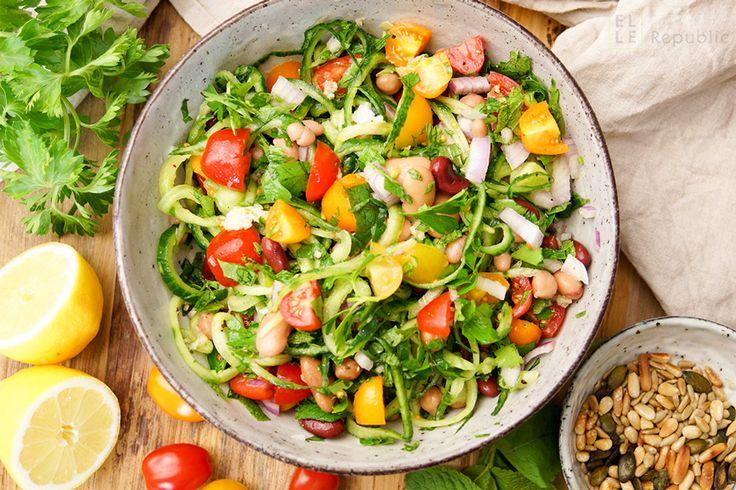 Rezept für Bohnensalat mediterrane Art, Feuerbohnen, Navy Bohnen, Kidney Bohnen, Kichererbsen, Spiralized Gurke, Petersilie, Minze, Cherry Tomaten, Zitrone