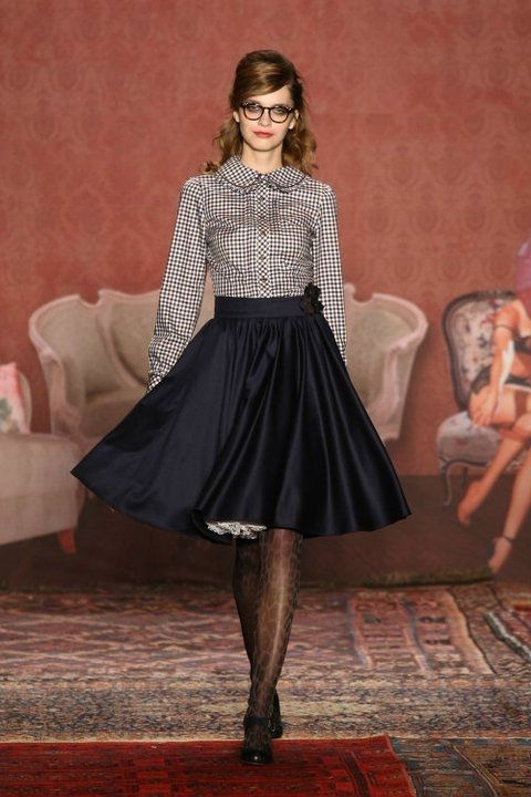 Full Skirt + Black White Gingham Blouse #retro style | Lena Hoschek #fashion""