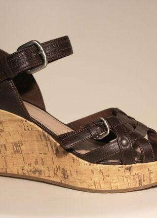 Kaufe meinen Artikel bei #Kleiderkreisel http://www.kleiderkreisel.de/damenschuhe/sandalen/129086606-braune-kork-keilabsatz-sandalen-39