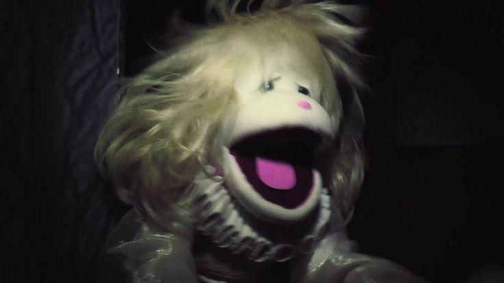 31 minutos - Coágula Espátulo - Drácula Calígula Tarántula Segundo tema del Ranking Top de la cuarta temporada de 31 minutos. Cuenta la historia de un niño que le gusta ver películas de terror aunque lo dejen como un crápula.