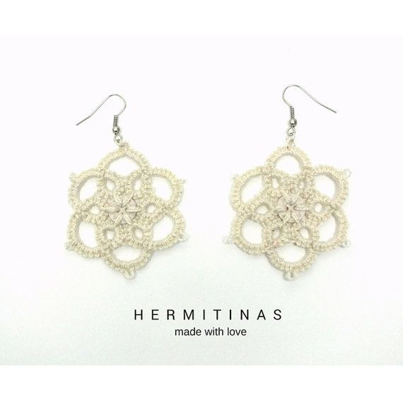 Ivory tatted earrings 8 petals flowers tatted lace by Hermitinas