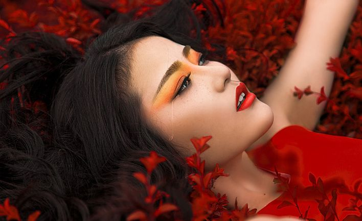 Red make up