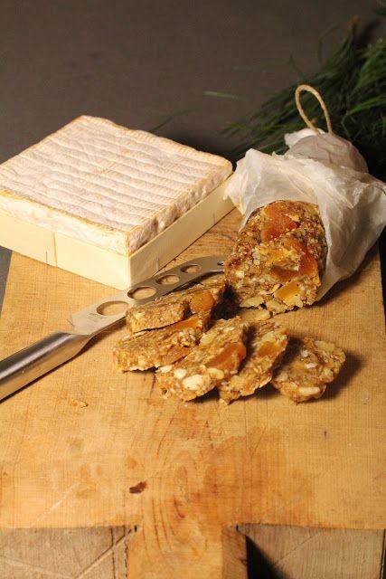 On Dine chez Nanou | Saucisson de fruits secs pour accompagner vos fromages |   J'ai eu tout de suite un coup de coeur en voyant cette recette et franchement le résultat étai...